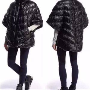 Nike Cascade Down Poncho Puffer • Wet Look • S